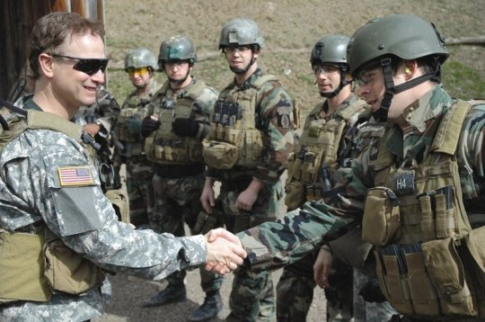 GarySinise with Troops